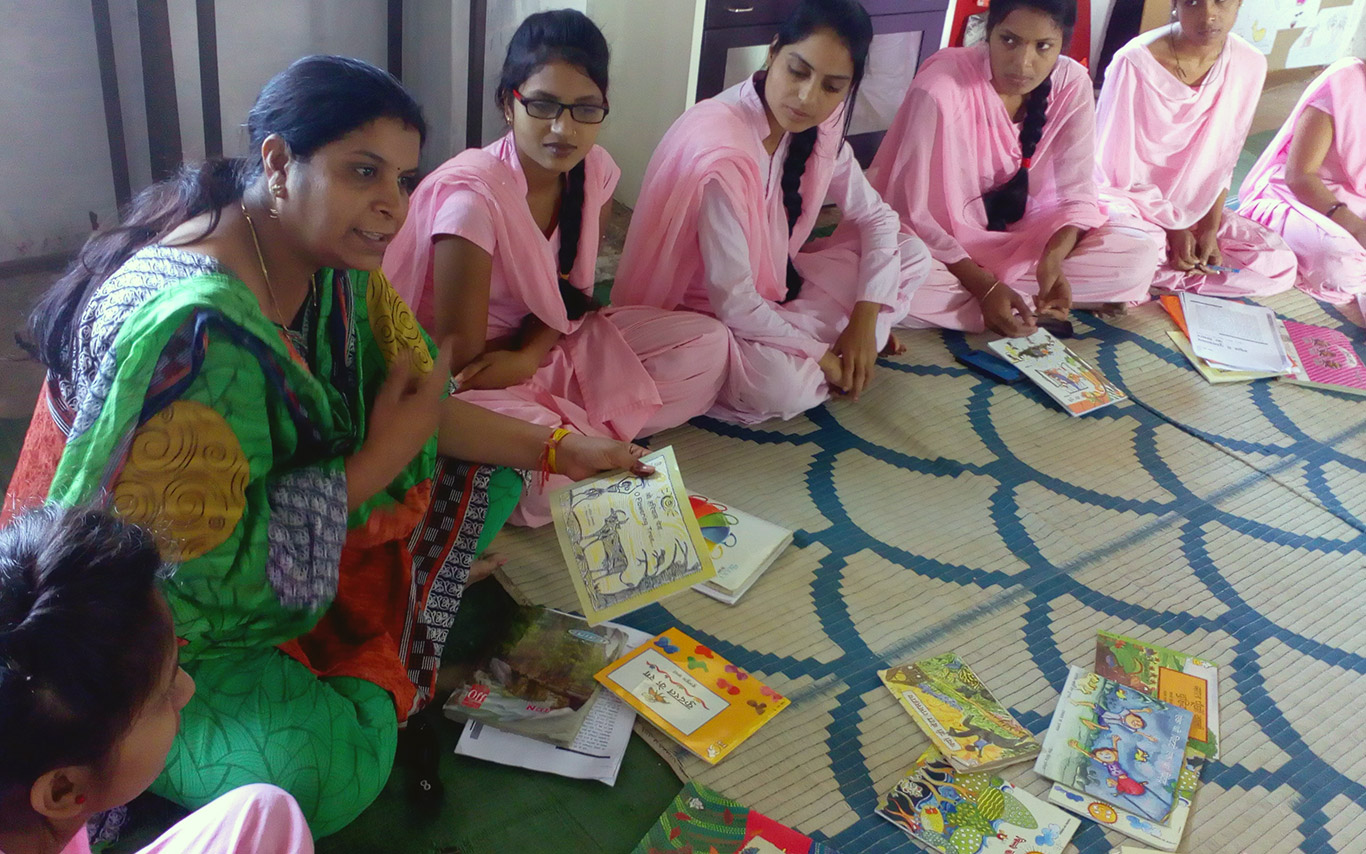 Nanda discussing books with DIET students